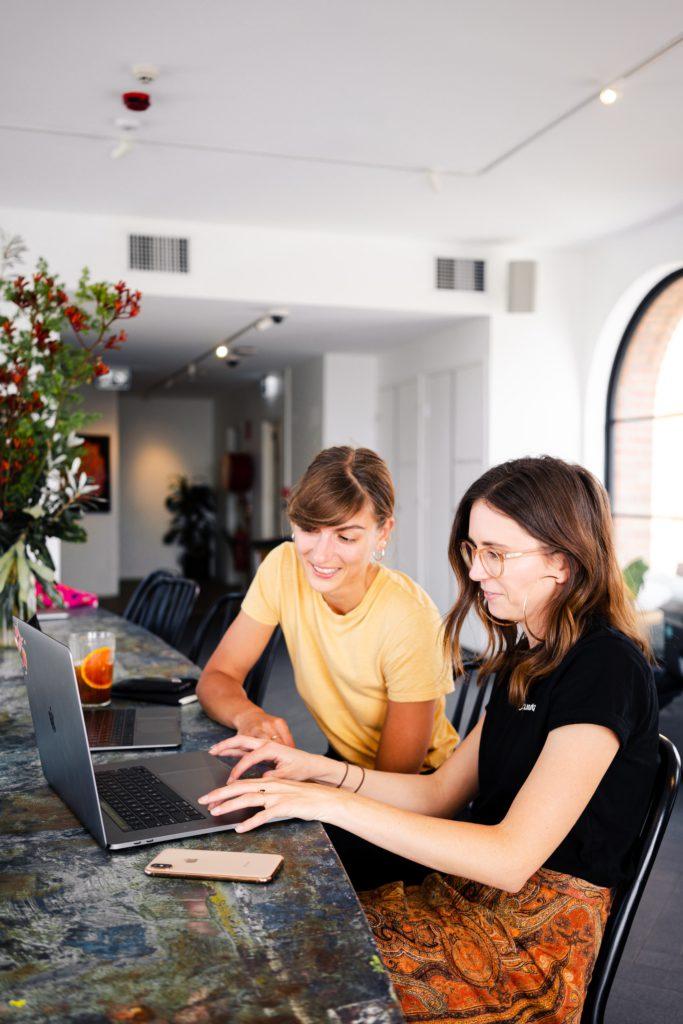 women using laptop 3277806